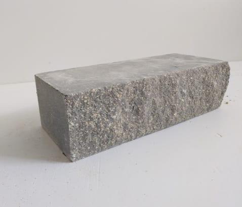 кирпич под колотый камень